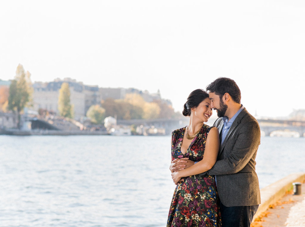Couple hugging by the river La Seine anniversary photoshoot