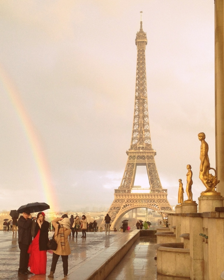 Romantic picture of parisian elopment