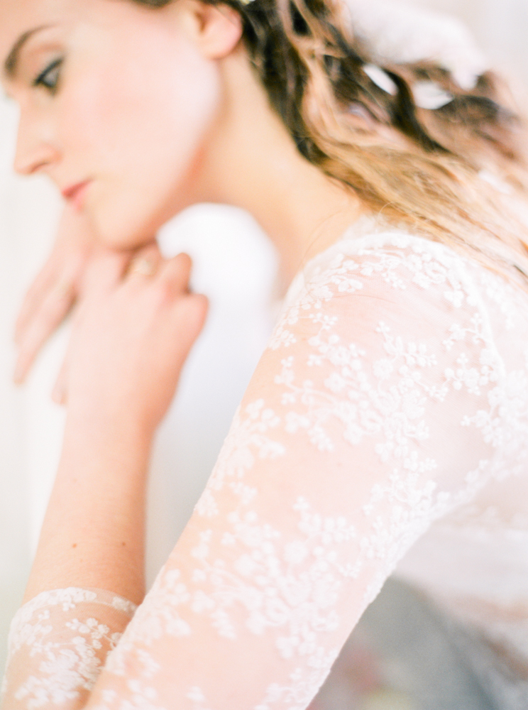 delicate-romantic-boudoir-session-celine-chhuon-violette-tannenbaum (6).jpg