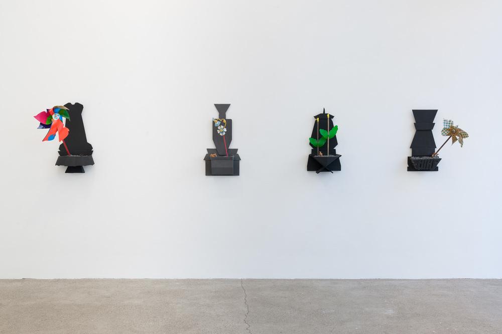 GalerieElisabeth & Klaus Thoman, Ausstellungsansicht  Retro Store  mit Arbeiten von Alexander Wolf. Foto Michael Kofler.
