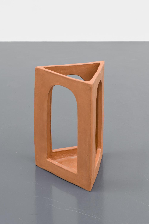 Lena Henke, Enigma, 2016, Ceramic, 29 x 20.5 x 18 cm, Courtesy: Galerie Emanuel Layr