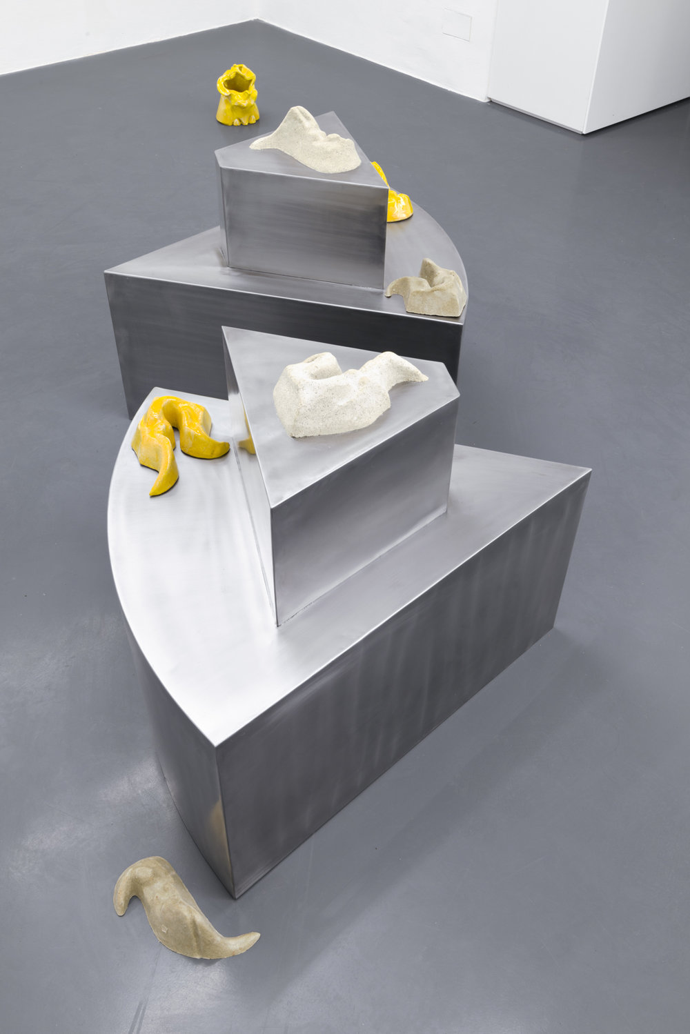 Lena Henke, My piece of cake, 2016, Metal, sand, silicone, glazed ceramics 90 x 90 x 70 cm, Courtesy: Galerie Emanuel Layr