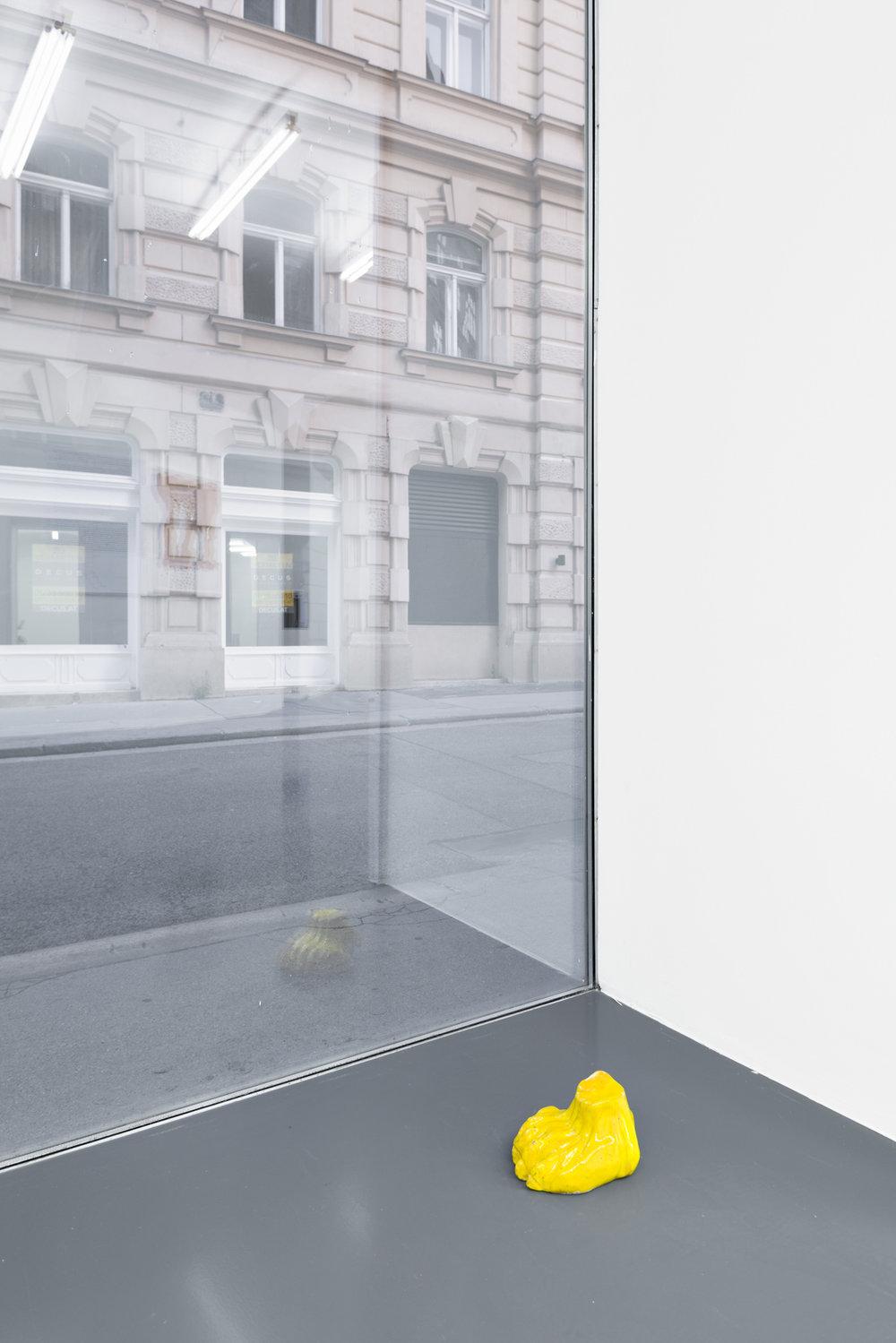 Lena Henke, The fatal net, 2016 Glazed ceramic, 20 x 15.5 x 12 cm, Courtesy: Galerie Emanuel Layr