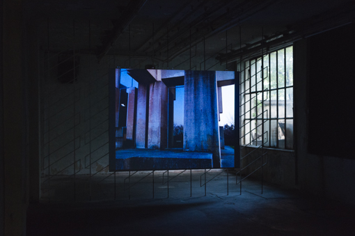 Exhibition View, Frauenzimmer ZWEI, curated by_Moritz Küng, 2014, Raum mit Licht, Photo: Amélie Chapalain
