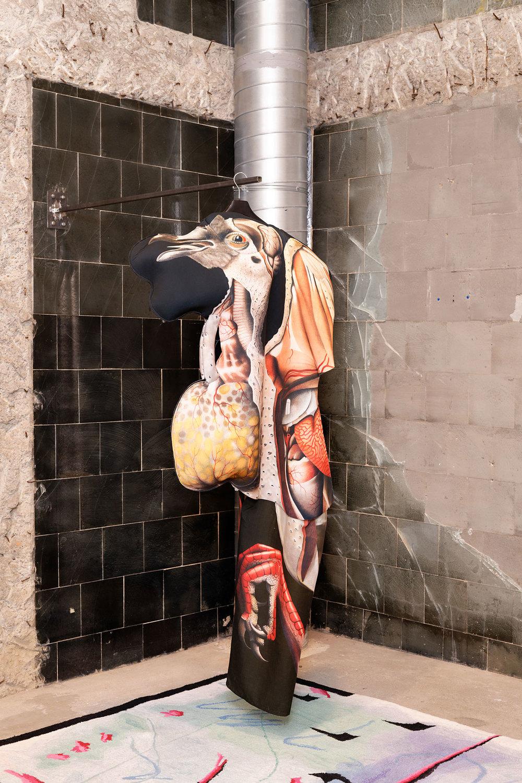 INES DOUJAK  PIGEON, 2018 Mixed media, dimensions variable Installation view / Installationsansicht, Centre d'Art Contemporain Passerelle, Brest  Photo: Aurelien Mole