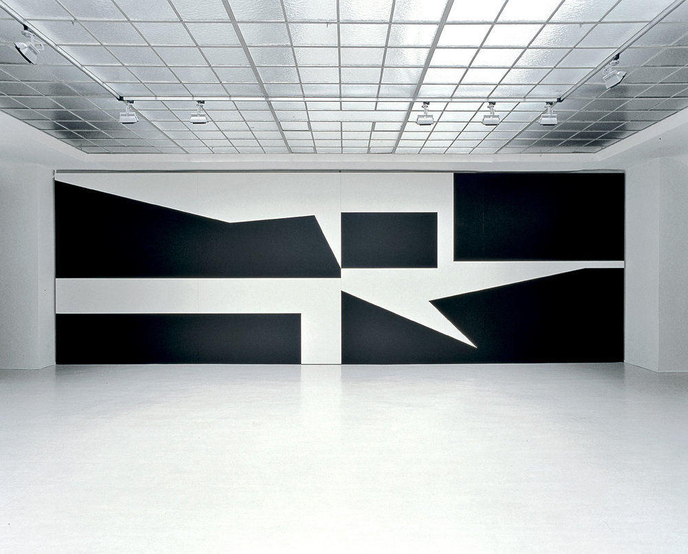 GERWALD ROCKENSCHAUB  UNTITLED, 2002 8 MDF painted panels, acrylic varnish / 8 MDF- Platten, Acryllack, each / je 1,67 x 2,50 m total / gesamt 3,34 x 10 m Installation view / Ausstellungsansicht Courtesy Georg Kargl Fine Arts, Vienna / Wien