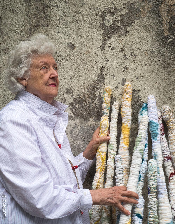 SHEILA HICKS  RIGHT OF EXPRESSION (WORK IN PROGRESS), 2016–2018  Bamboo, pigmented acrylic, nylon / Bambus, Acrylfarbe, Nylon Photo: Cristobal Zanartu