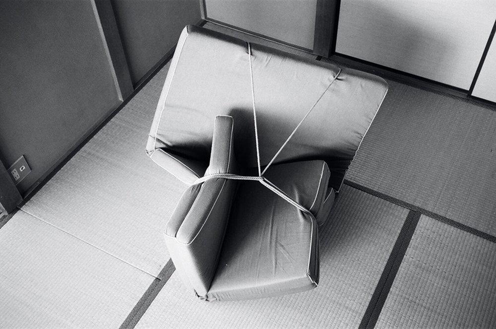 KERSTIN VON GABAIN  FUTON #13, 2011 Schwarz-Weiß-Fotografie, 20 x 30 cm, Ed. of 3 + 2AP Courtesy Gabriele Senn Galerie