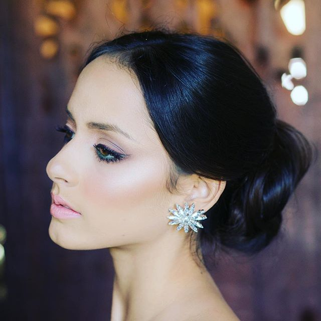 Make your mark with some of our statement earrings... . . . #swarovski #evaguadalupe #kiss #bride #updo #cathedral #destinationwedding #hotel #hairstyles #wanderlust #headpieces #emerald #liveauthentic #tulips #neverstopexploring #vacation #fashion #vacation #weddingsinpuertorico #rainbow #bouquet #colors  #Fashion #weddinginspiration #jewels