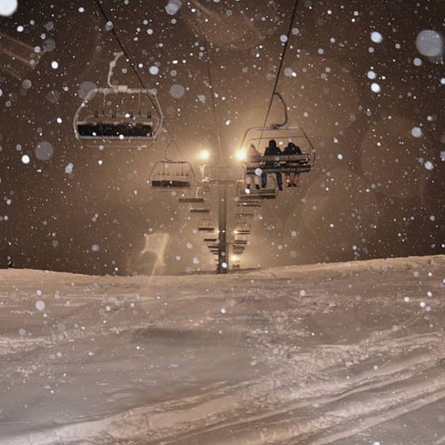 Flood light night skiing on the piste from La Ferme's door on Tuesdays and Thursdays. Even more atmospheric when it's snowing... ❄️🌌⛷📸 @legrandbornand