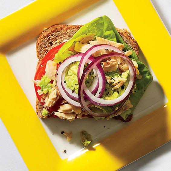 350 calorie tuna avocado sandwich