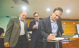 O governador Camilo Santana assinou, nessa sexta-feira (2),financiamento de R$ 6 milhões para projetos, durante evento realizado na Fiec ( Foto: Nah Jereissati )