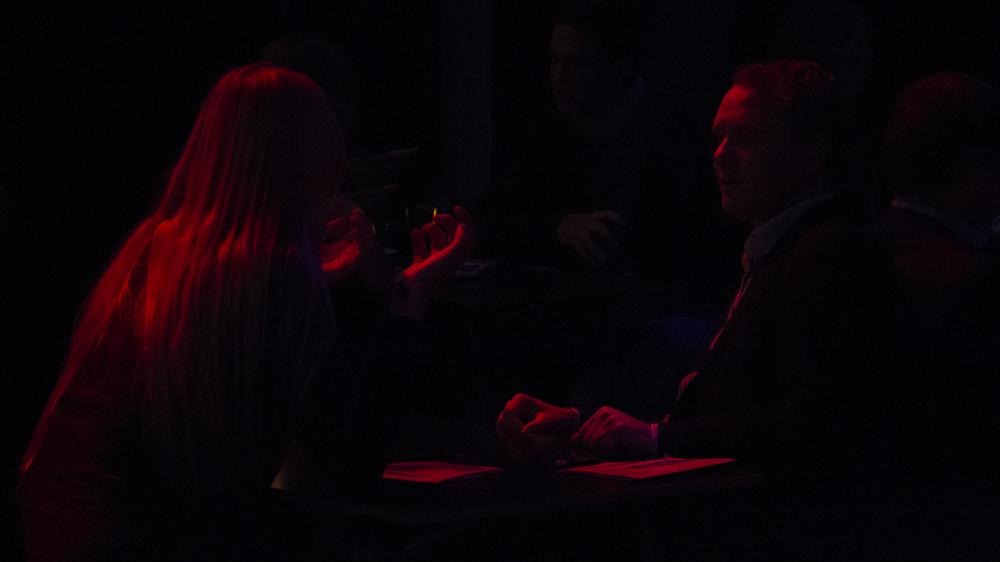 robin-butter-twenty-four-first-impressions-speeddate-amsterdam-loves-date-pretinder-life-red-candlelight-hands-dark