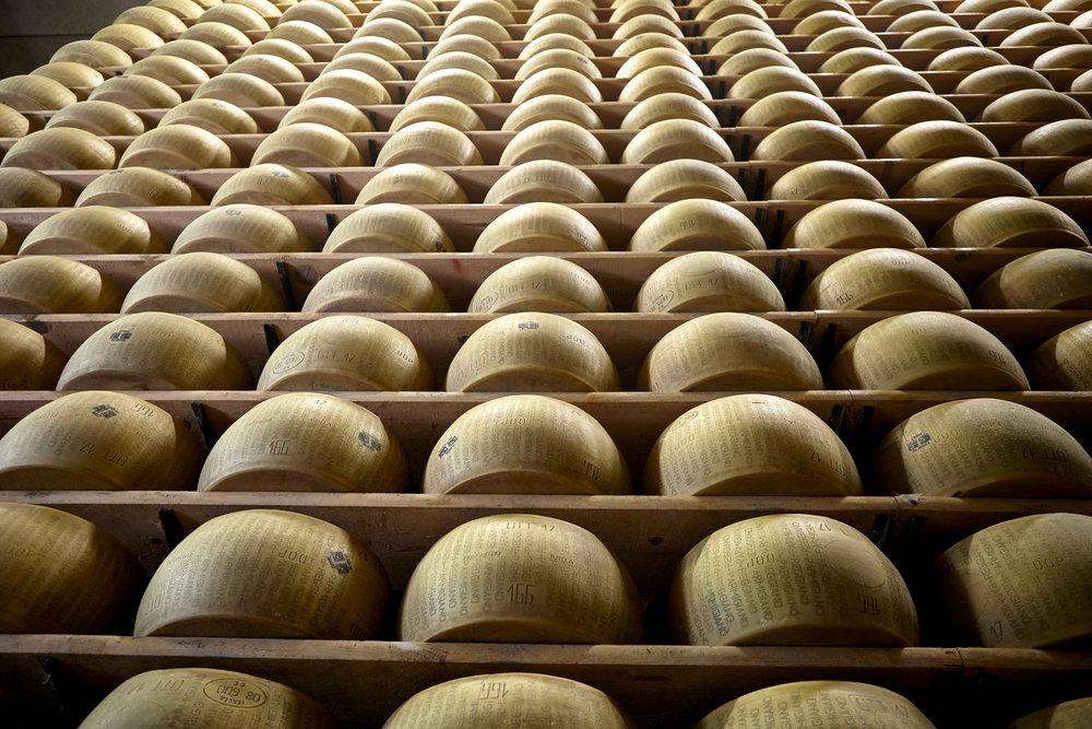 Parmigiano_Reggiano_422.jpg