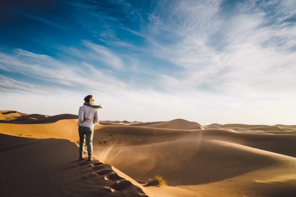 Tommi Howell walking the Sahara until the sunset.