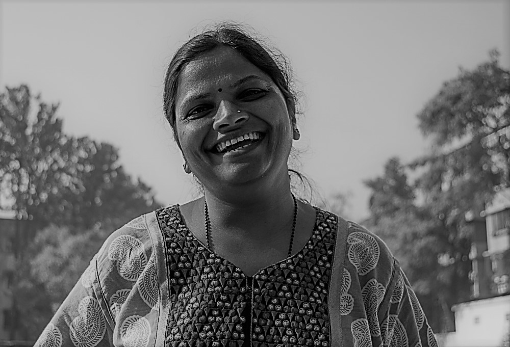Madhavi Headshot.jpg