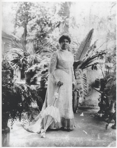 Queen Lili'uokalani on the lanai, 1913 L.E. Edgeworth, Bishop Museum