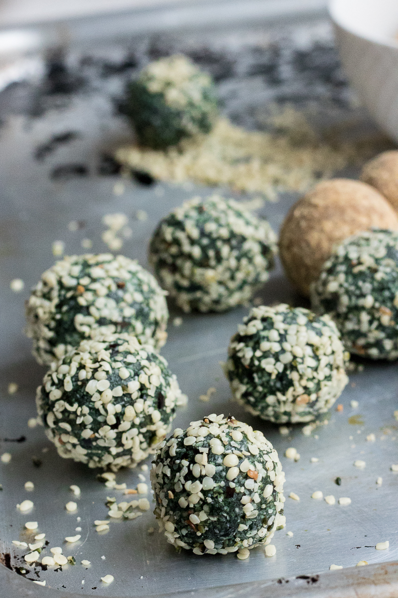 3 easy and quick superfood raw balls spirulina