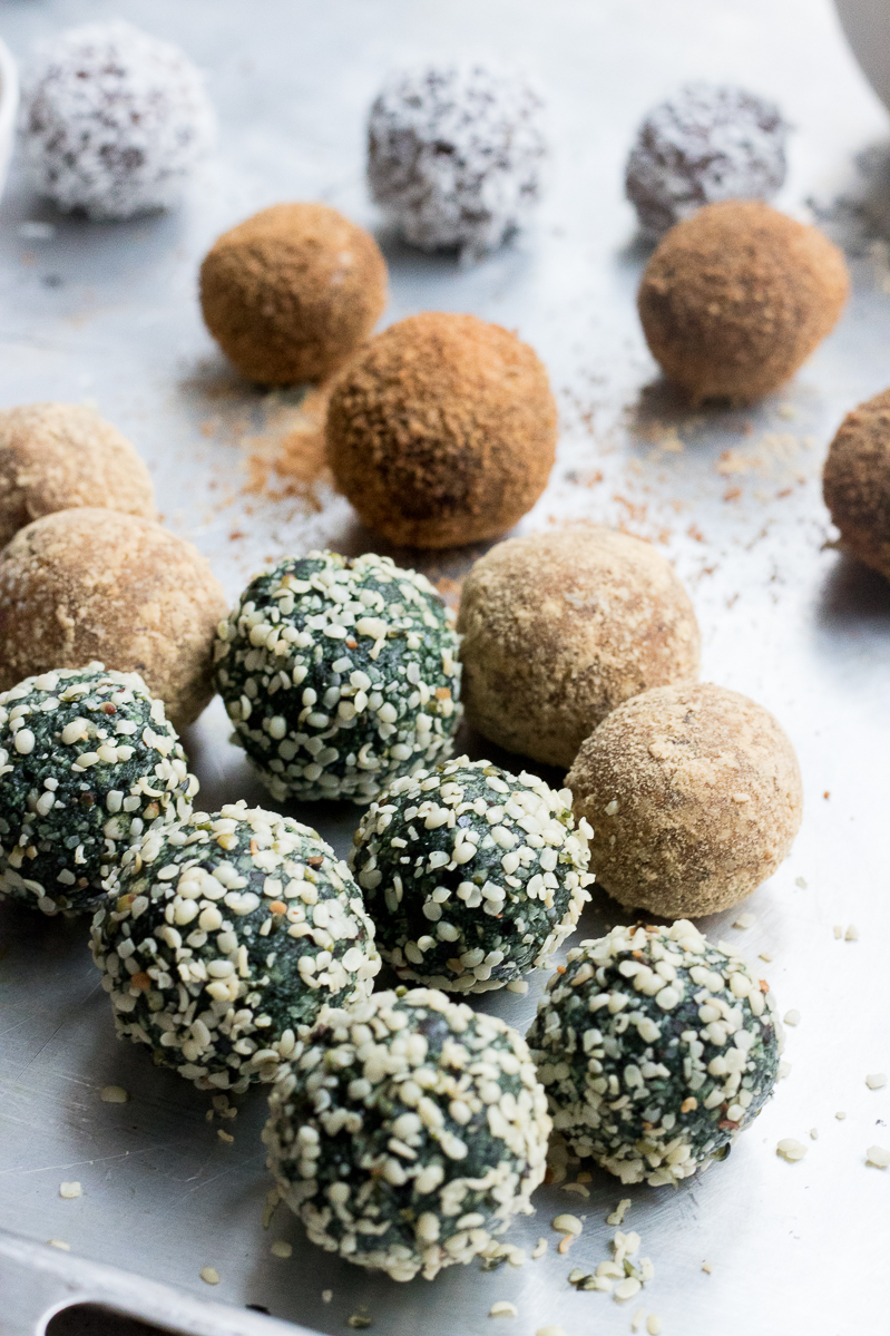 3 easy and quick superfood raw balls