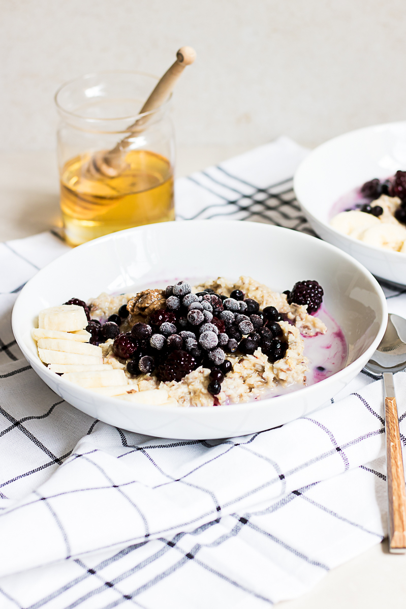 Morning oat porridge with almond butter & frozen berries