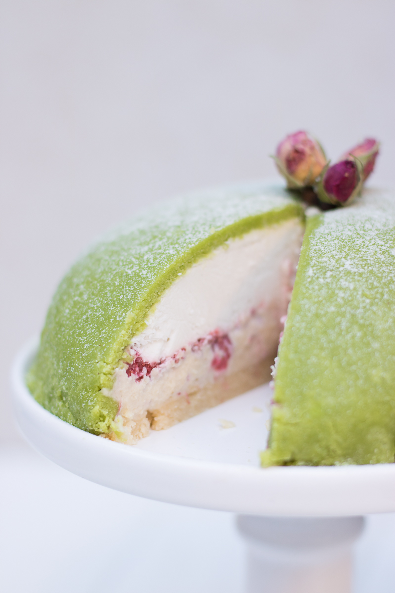 Raw princess cake