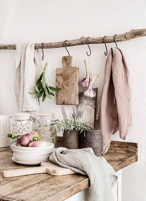 DIY - Så himla snyggt med naturliga material i köket! Älskar den här DIY detaljen som praktiskt taget vem som helt kan göra och implementera i sitt kök.