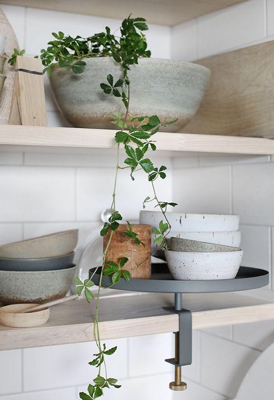 Klä köks väggarna - med slingrande grönska.
