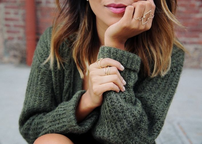 dainty jewelry that is elegant and cozy knits (perfect for the chilly PNW days ahead!)