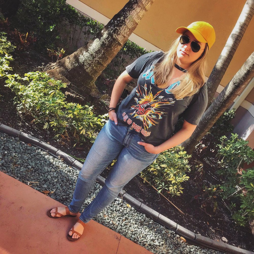 Sandals: Steve Madden Jeans: American Eagle Top: Primark Cap: Vans Sunglasses:  Ray-Ban