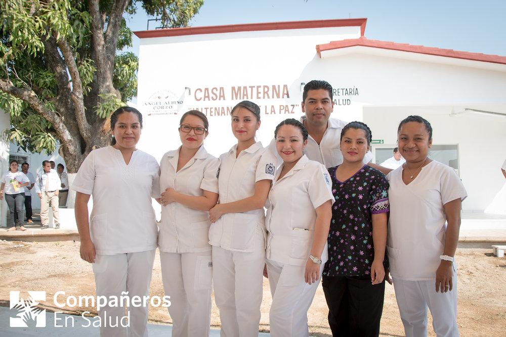 Equipo mutidisciplinario para la atención obstétrica conformado por pasantes de la licenciatura en efermería y obstetricia, una partera profesional y una enfermera perinatal