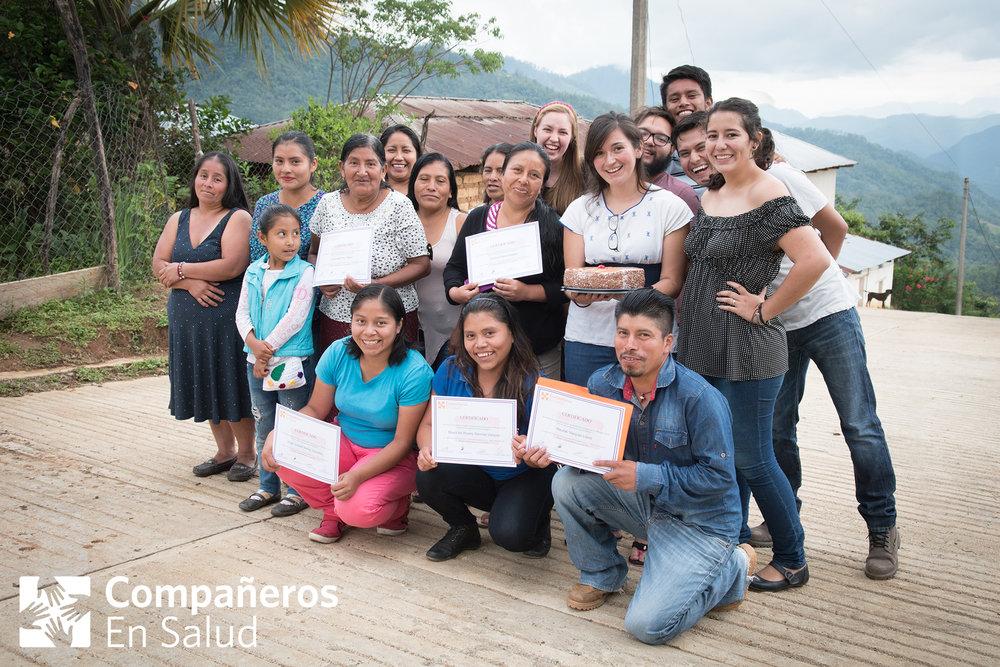 Celebración del éxito de  Miradas de la Sierra , un proyecto de FotoVoz para reducir el estigma, a través de fomentar la expresión y el intercambio de experiencias entre personas que viven con padecimientos de salud mental en las comunidades rurales de nuestra región.