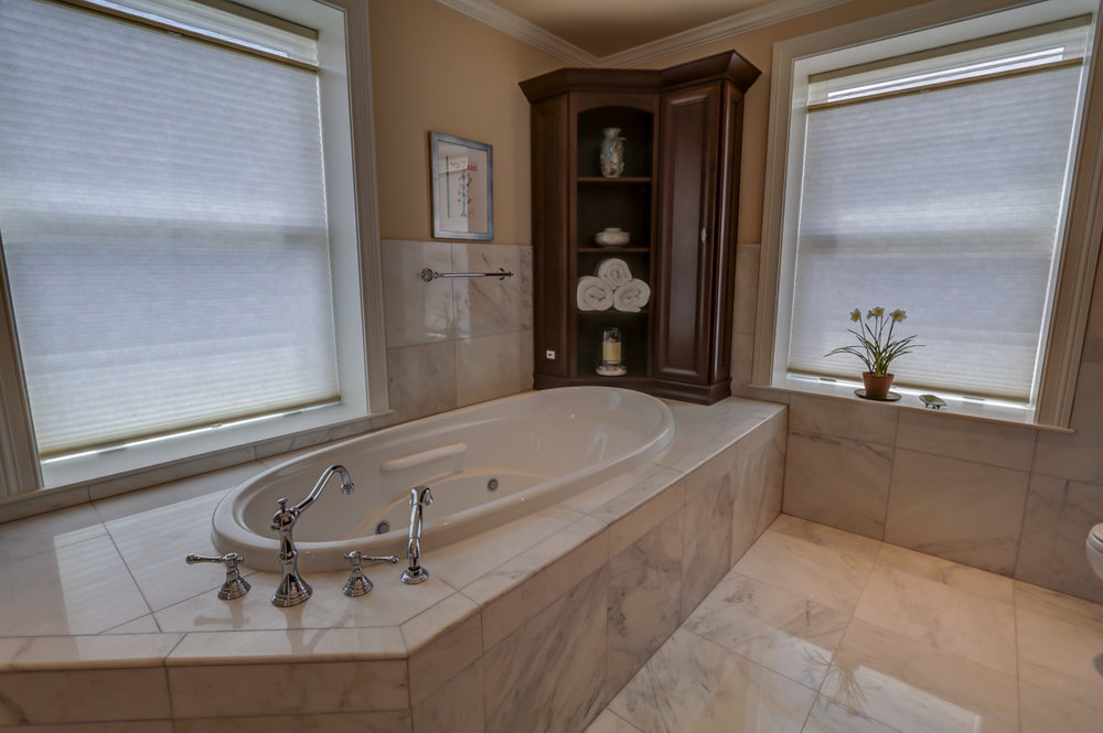 123 W Washington Ave #1007 Madison, WI 53703 - Master bath2.jpg