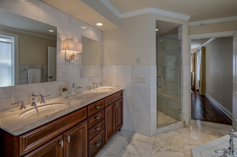 123 W Washington Ave #1007 Madison, WI 53703 - Master bath3.jpg