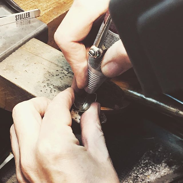 Nose to the grindstone. Almost literally.  #deadline #festivalofarts #makingjewelry #lagunabeachjeweler #goldsmith #handfabricated #jewelry