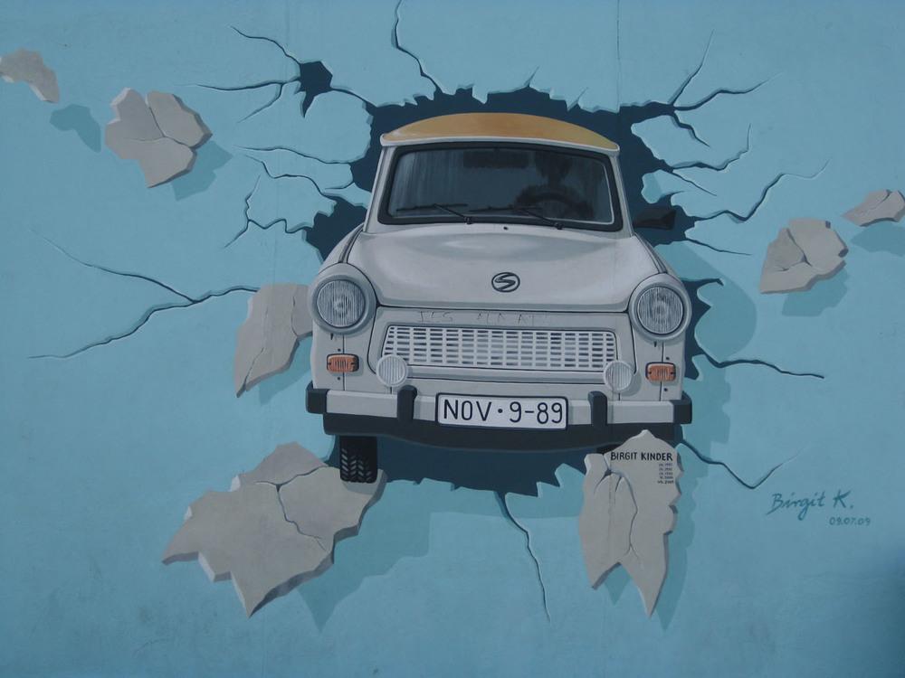 Bilden hämtad från East side Gallery i Berlin, foto Birgitta Stålnert