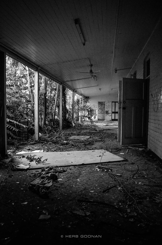 Mooroopna-Hospital-Walkway-©HG.jpg