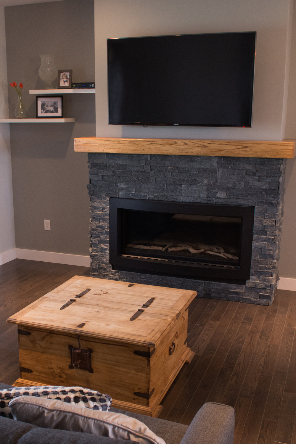 04Living Room - Fire Place.jpg