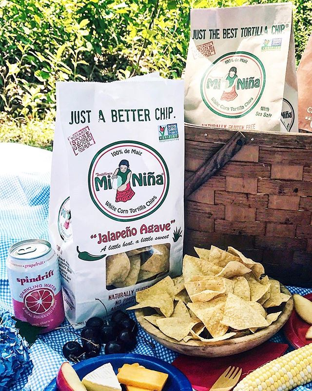 It's picnic season! 🍒🌽 #picnic #summer #MiNiñaFamily
