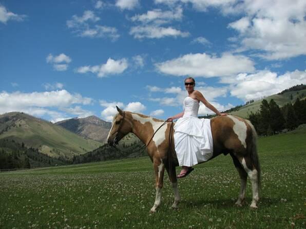 brideonhorse_op_596x447.jpg