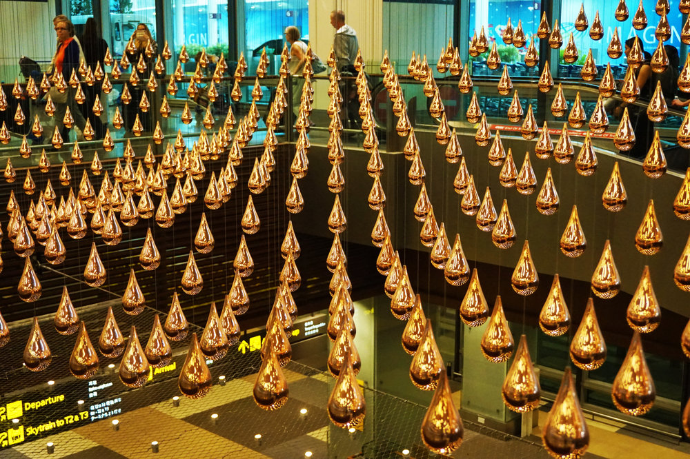"""Kinetic Rain"" installation at the airport"