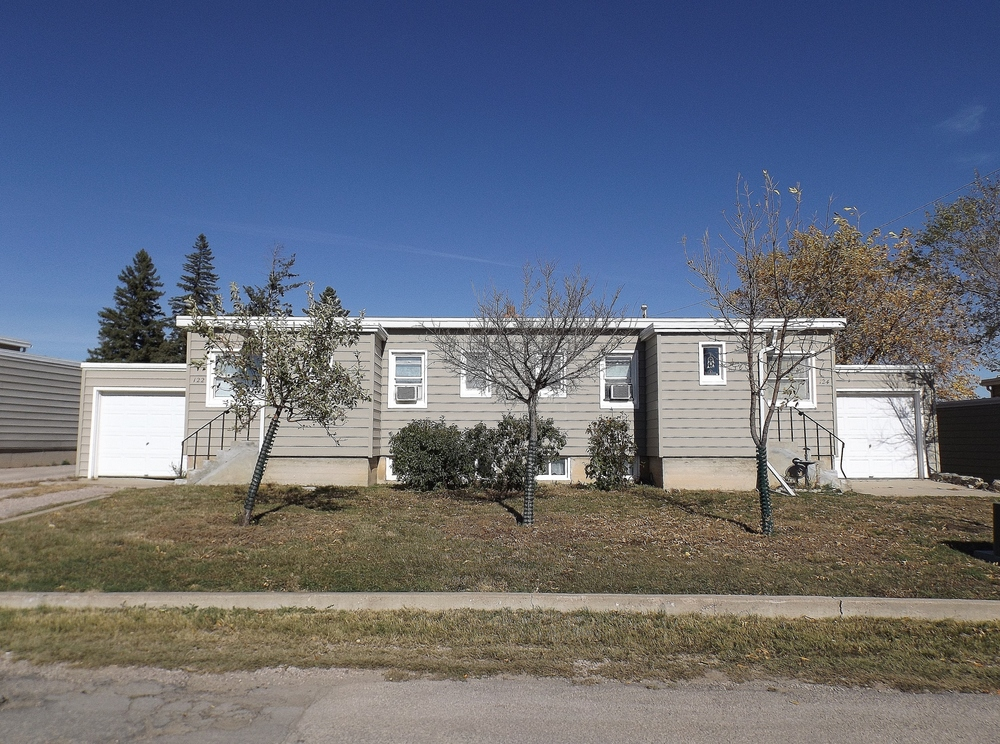 Vintage Apartment Rental in Rapid City, SD - attached garages