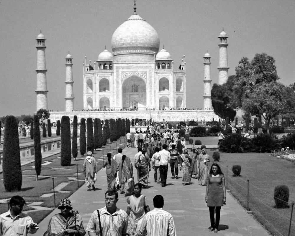 Erika del Cid at Taj Mahal