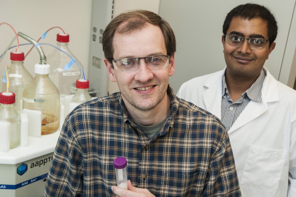 Rice University researchers Jeffrey Hartgerink, left, and Vivek Kumar led research that combines a derivative of snake venom with their nanofiber hydrogel to help encourage blood clotting in wounds, even for patients who take anti-coagulant medications. (Credit: Jeff Fitlow/Rice University)