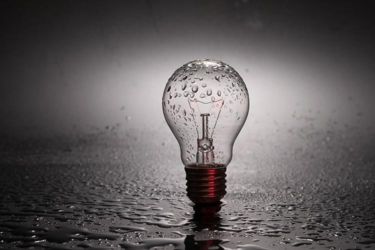 bulb-2287759_1920.jpg