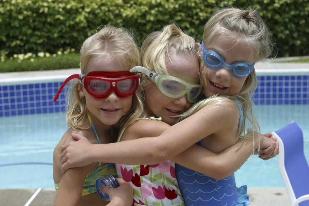 Olivia and Sisters 3104.jpg