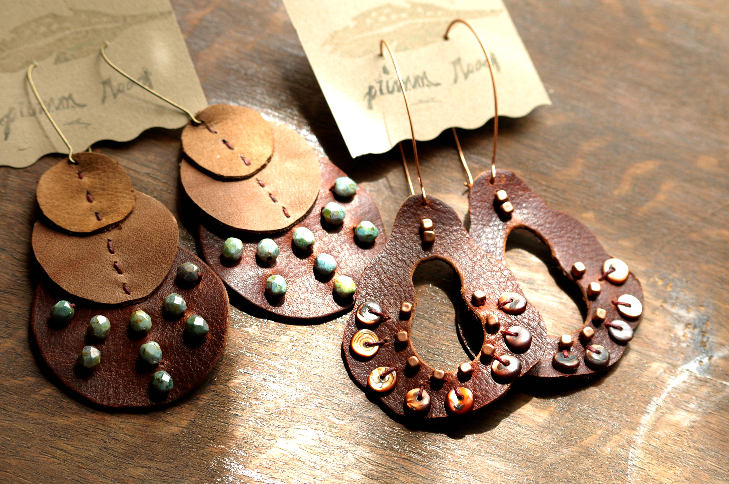 earrings_leather_bead_primmroad1