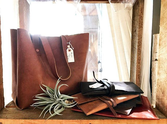 We had the best time on Saturday at the Conservatory Pop-Up shop! We loved getting to meet locals and enjoy the beautiful fall day! #popupshop #shoplocal #etsyshop #leather #southeroregon #airplants #classictote
