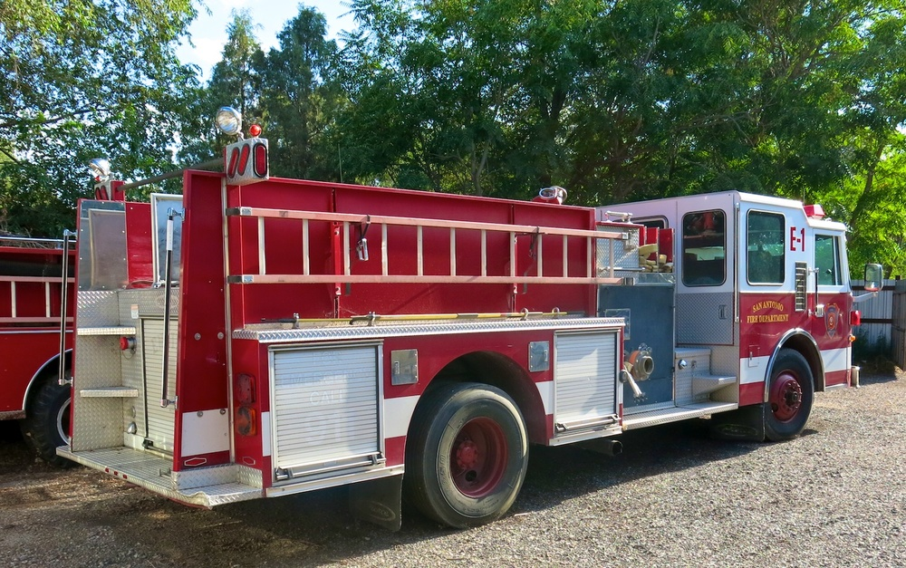 Fire Engine 3297.jpg
