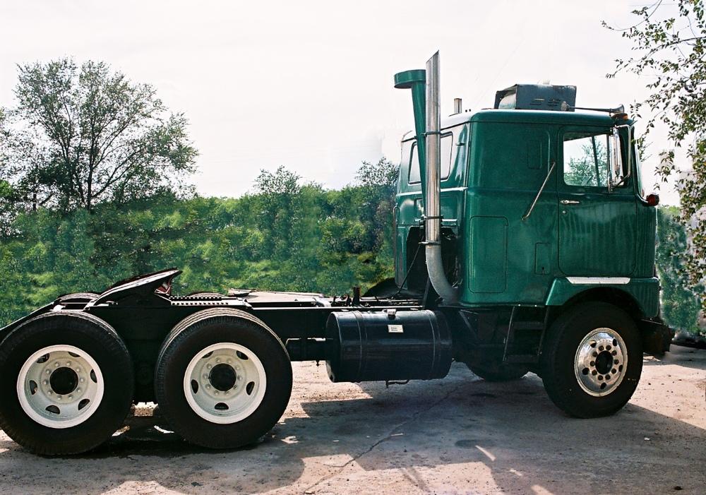 Semi Green 3209.jpg