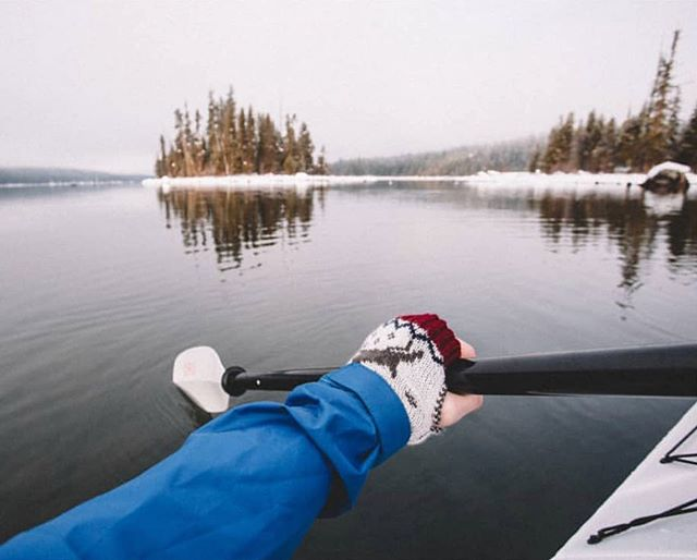 Gorgeous shot, paddling Lake Wenache in our arm warmers. Check out 📷@willonice such a talent